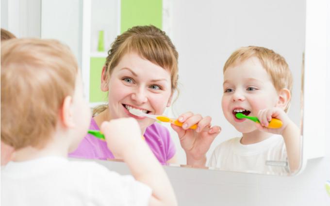 Зубна паста для дітей і дорослих: у чому їх різниця?