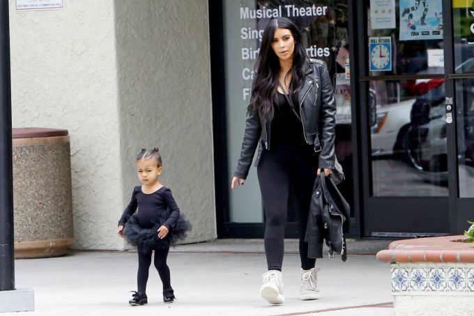 02_kim_kardashian_north_west_2015.jpg (52.87 Kb)
