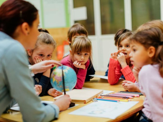Вчені: в Україні діти почали частіше хворіти коронавірусом після відкриття шкіл