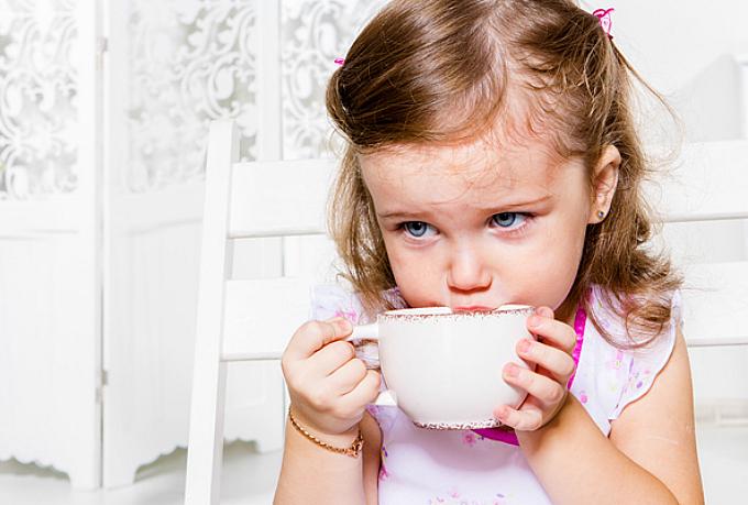 Коли дітям можна пити чорний чай?
