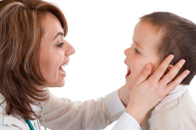 Неприємний запах з рота у дітей: про що він може говорити