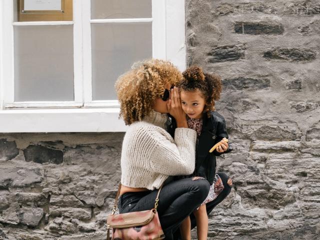 Фрази, яких батькам варто уникати в спілкуванні з дітьми