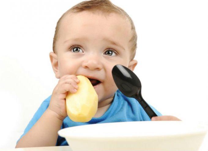 Чому дитина не хоче жувати їжу