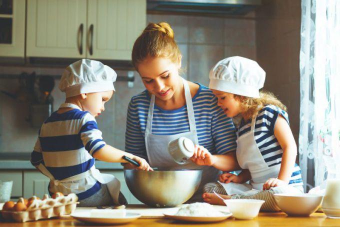 Як привити дітям любов до приготування їжі?