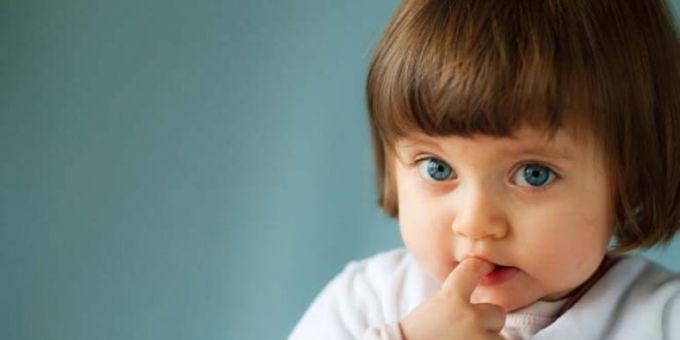 Чому діти гризуть нігті