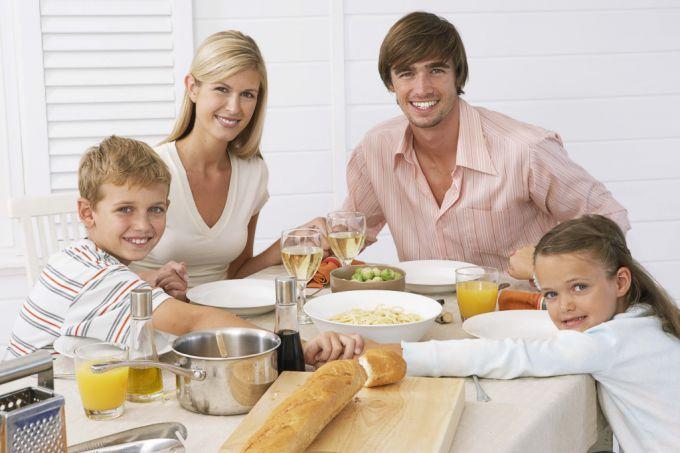 Розмови за столом роблять дітей впевненішими в собі