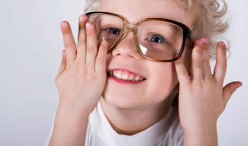 Як розпізнати проблеми з зором у дітей?
