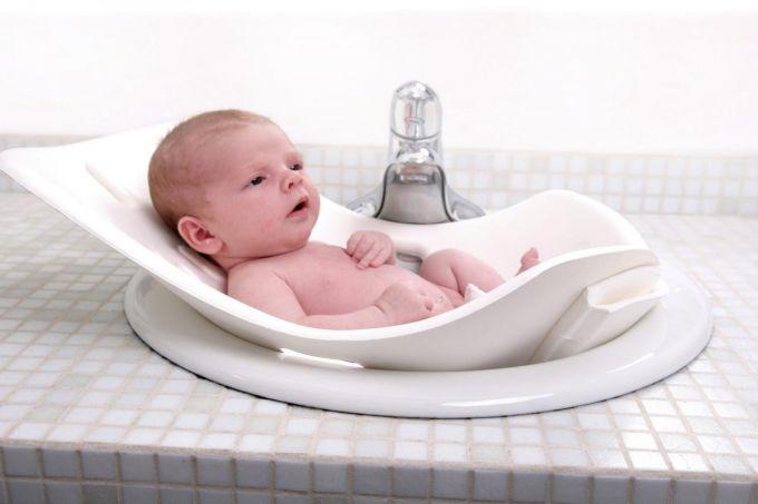 Перше купання новонародженого: що потрібно знати?