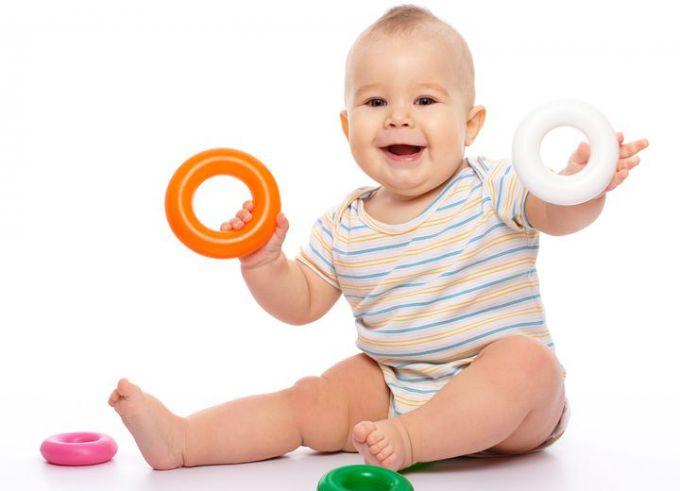 Коли немовля має вміти сидіти?