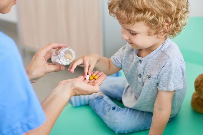Чи потрібні полівітаміни всім дітям?