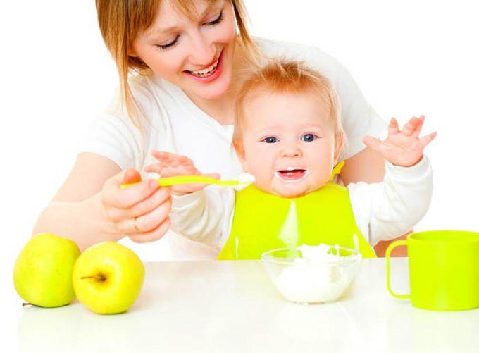 Дитині 5 місяців: чи потрібен прикорм?