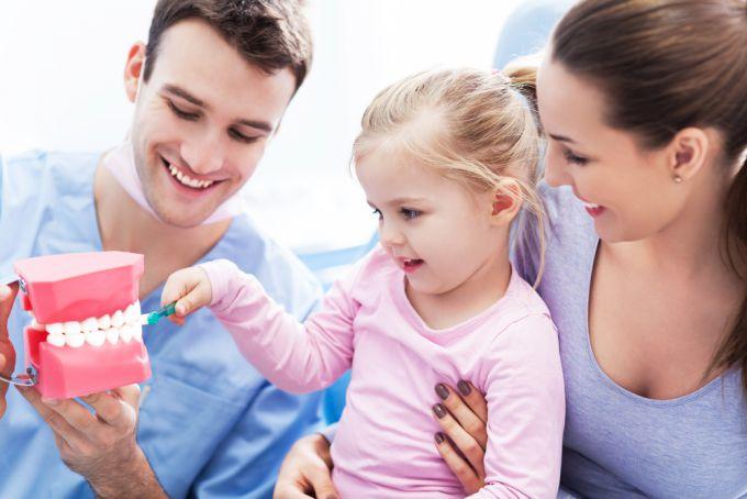 Перший візит дитини до стоматолога: 5 важливих порад