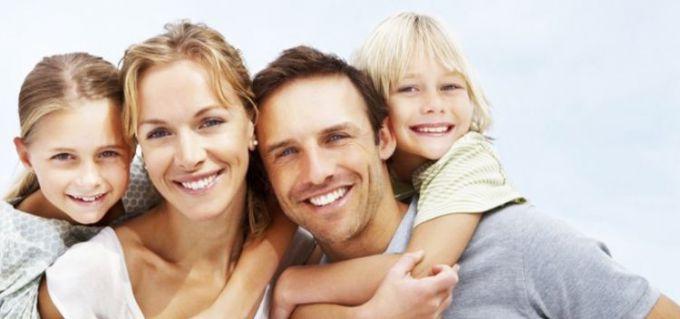 Як батькам навчити дітей проявляти любов