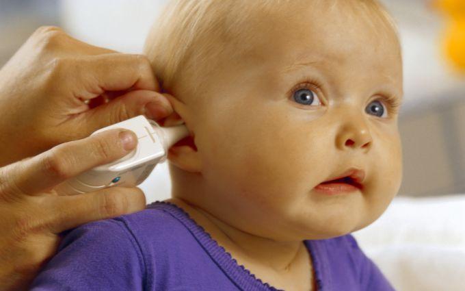 Як правильно чистити вушка дітям