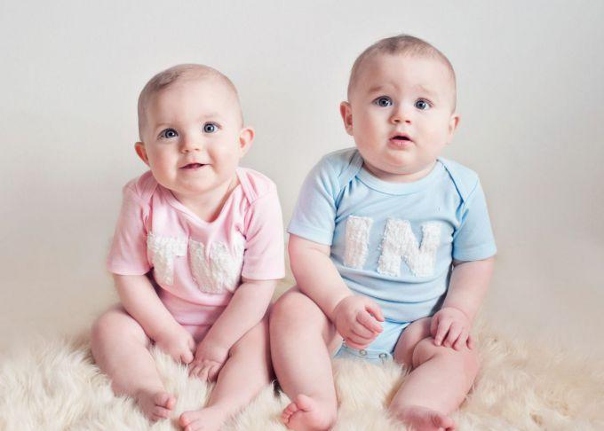 Смішний метод, як вкласти спати близнят (ВІДЕО)