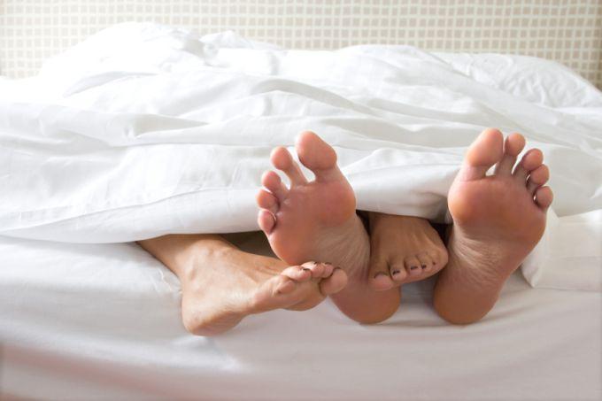 У якому віці дівчатам і хлопцям можна починати статеве життя?