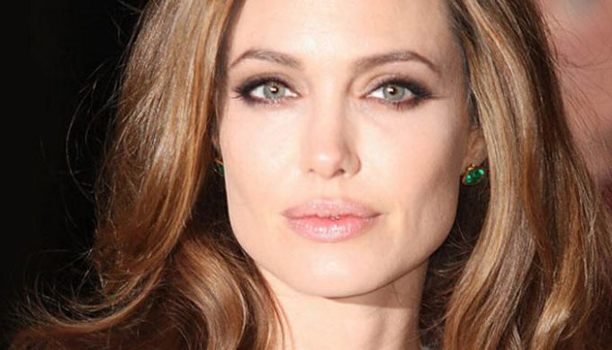 Діти знайшли Анджеліну Джолі непритомною у власному домі