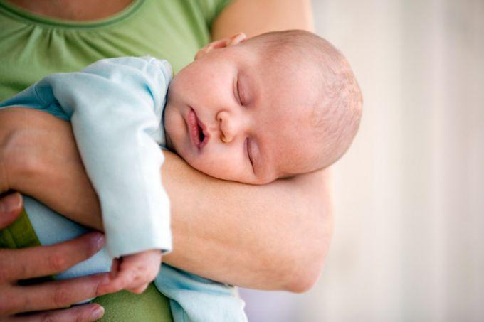 5 дивних, але дієвих методів заспокоїти дитину, яка плаче