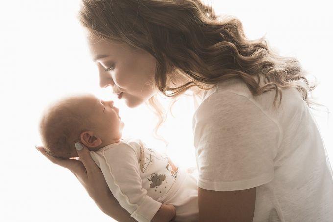 Голос матері здатний полегшувати біль у недоношених немовлят