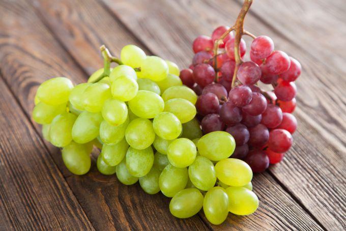 Виноград: який давати дитині?
