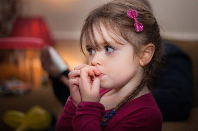 Чому у дітей ламаються і відшаровуються нігті