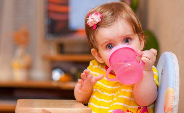 Чи нормально, що дитина п'є багато рідини в день?