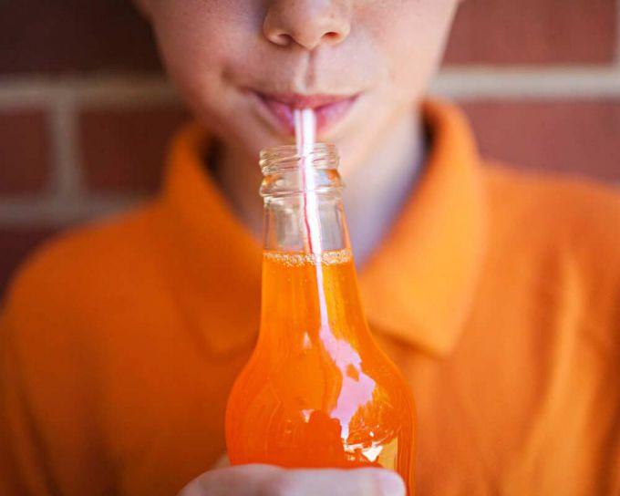 Газовані напої викликають залежність у дітей