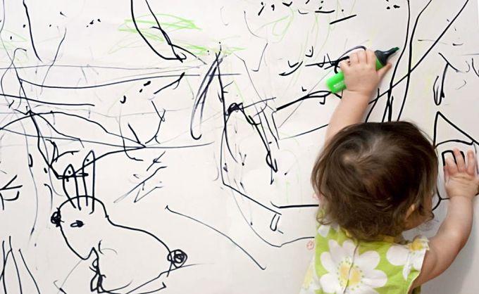 Чому дитина малює чорними фарбами?