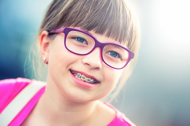 З якого віку можна встановлювати брекети дітям?