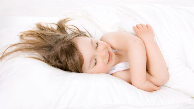 Подушка: в якому віці вона потрібна дитині