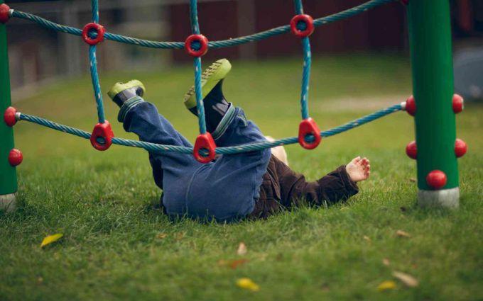 Як реагувати, коли дитина сперше спала?