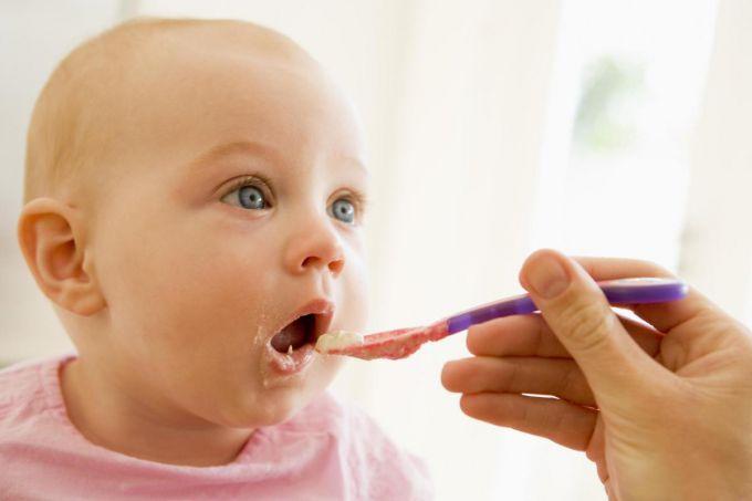 Чим не можна годувати дітей до 3 років