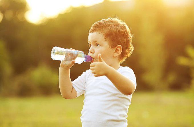 Чому діти завжди просять попити води перед сном?