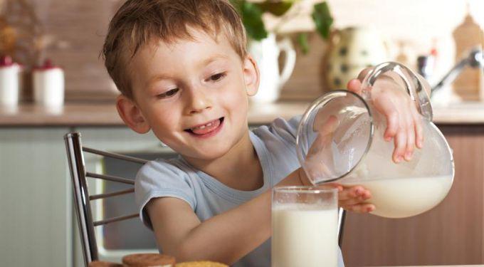 Як правильно вибрати молоко для дітей