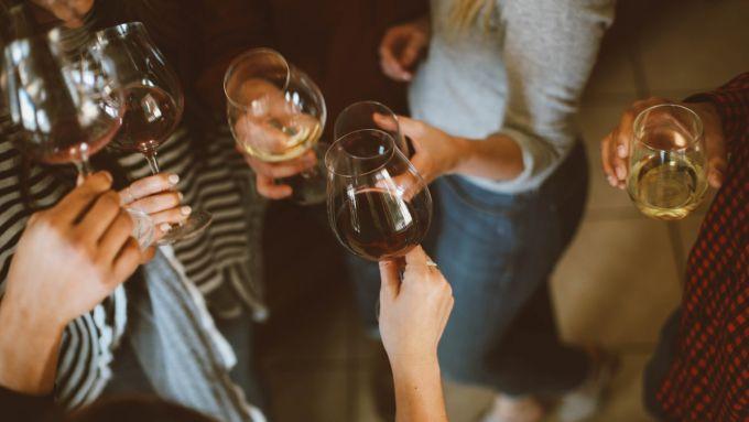 Скільки сигарет в пляшці вина?