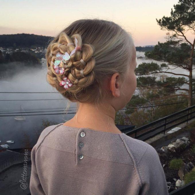 9-braided-rosette-updo-for-girls-1024x1024.jpg (69.74 Kb)