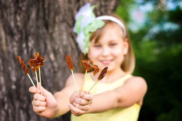 Смаколики для дітей: Цукерки-півники на паличці