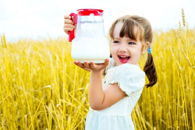 Козяче молоко для дітей-алергіків: варто давати чи ні?