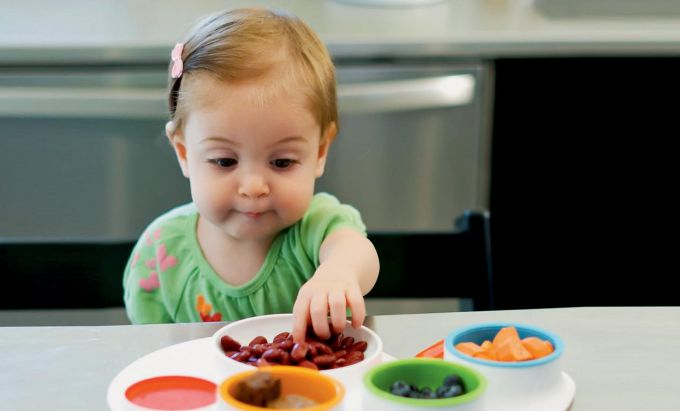 Яким повинен бути перший посуд для дітей?