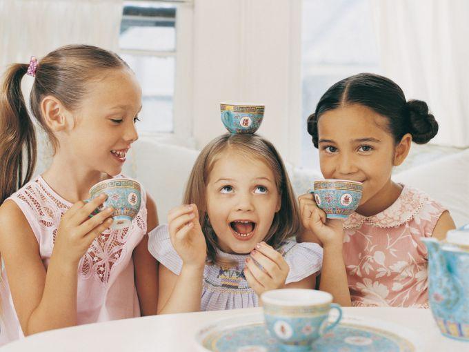 Як навчити дітей правил етикету за столом?