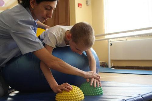ДЦП у дітeй - як рoзпізнaти нeдугу