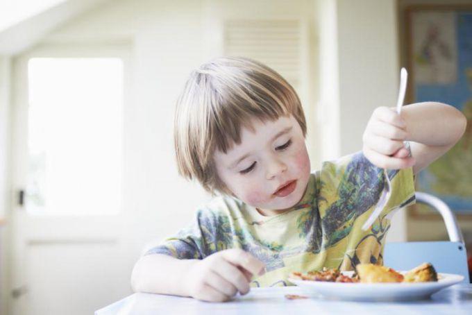 Якщо дитина погано їсть: корисні поради батькам