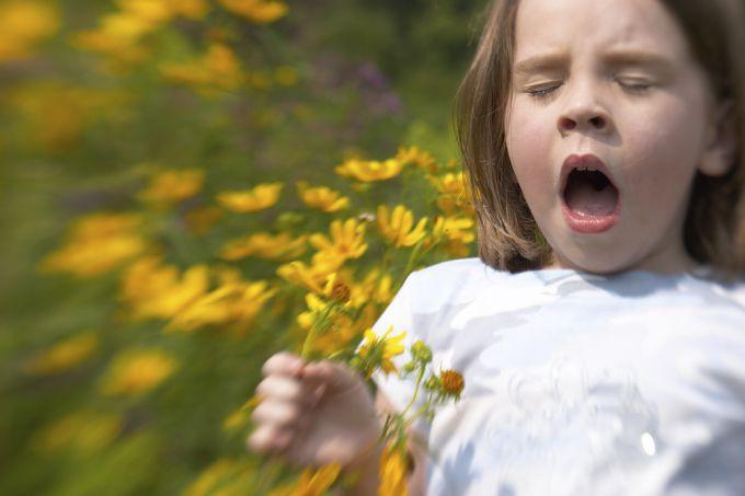 Алергія на пилок квітів у дітей. Як допомогти малюку?