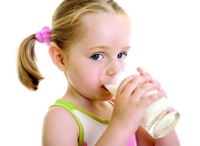 Чи корисне коров'яче молоко для дітей?