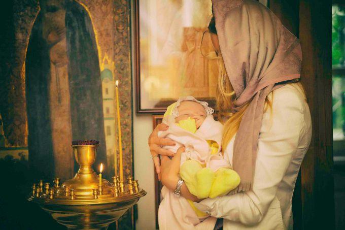 Коли хрестити новонароджених дітей