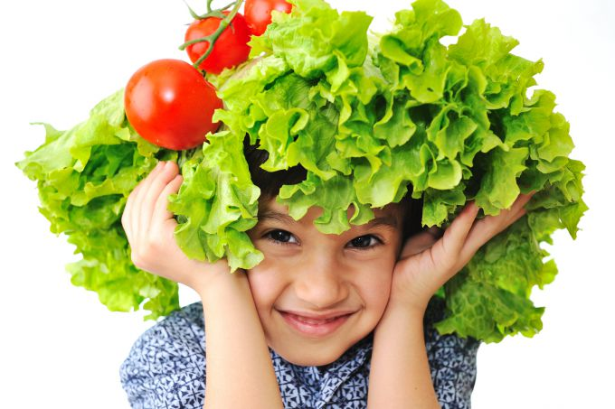 bigstock-kid-with-salad-and-tomato-hat-15442769.jpg (56.75 Kb)