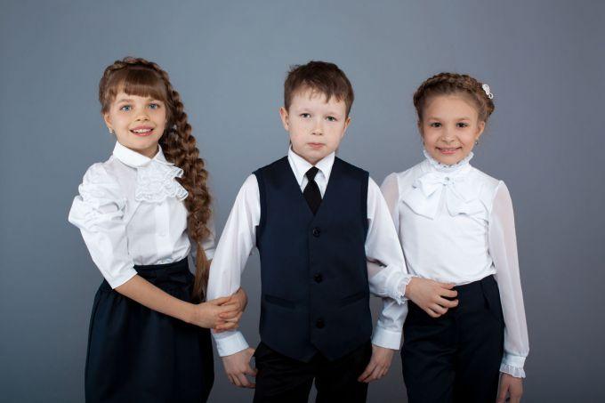 10 порад від досвідчених мам про те, які сорочки найкраще купити дітям в школу