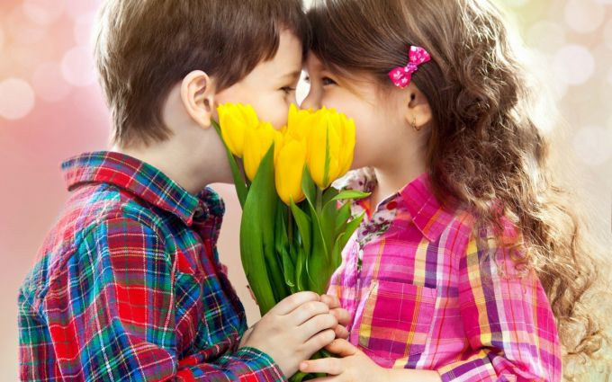 children-kiss-tulips-flowers-798447205.jpg (64.78 Kb)