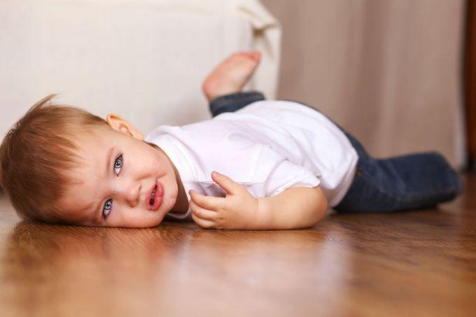 crianca-deita-no-chao-chorando-foto-marina-dyakonovashutterstockcom-000000000001683e.jpg (25.58 Kb)