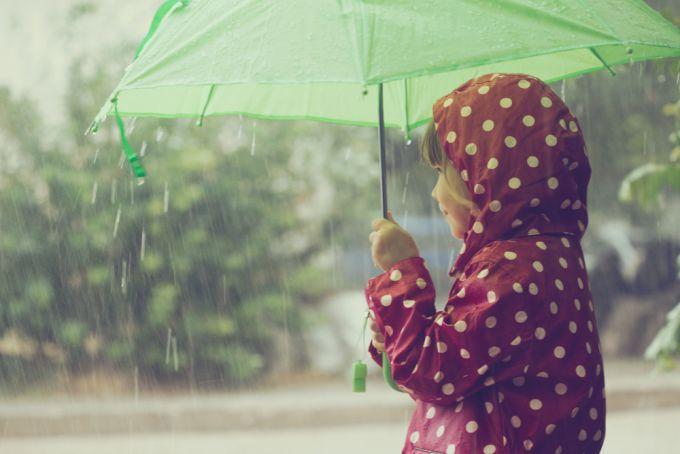 Чим зайнятись з дитиною в дощову погоду?